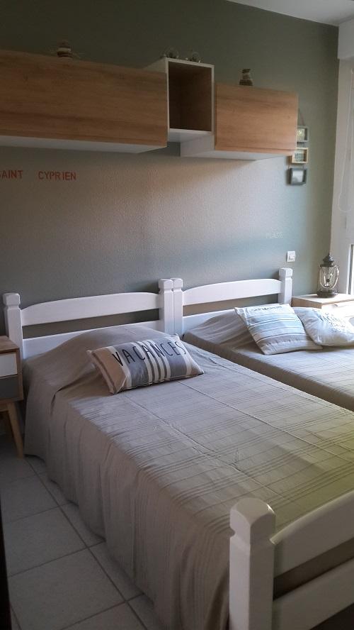 Jolie décoration de la chambre à 2 lits